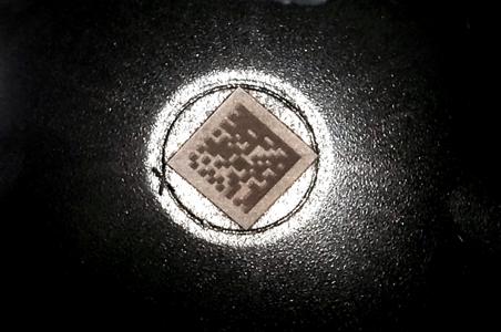 Marcado laser datamatrix en pieza de acero